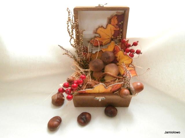 aranżacja darów jesieni w kompozycji przestrzennej