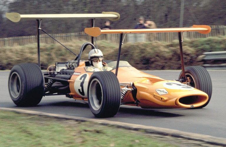 https://3.bp.blogspot.com/-5j4-wlEZC9U/WaxXlglXffI/AAAAAAAADTQ/06yKctmGupgmTalsRrBhmENVWCga_kc8wCLcBGAs/s1600/1968-McLaren-M7A-Cosworth.jpg