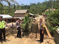 Kabag Ops Tinjau Jembatan Putus di Cukuh Balak