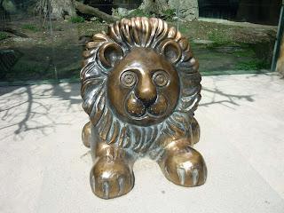 statuie metalica reprezentand un leu