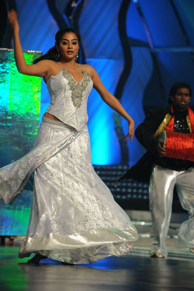 Hottest Babes on Planet: Priyamani Hot Performance at Lux