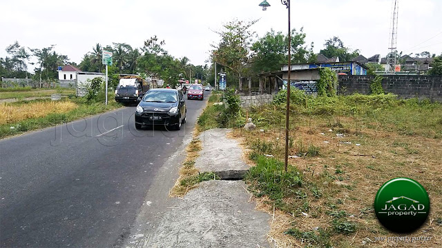 Tanah Timur Tengkleng Gajah jalan Kaliurang Km 9