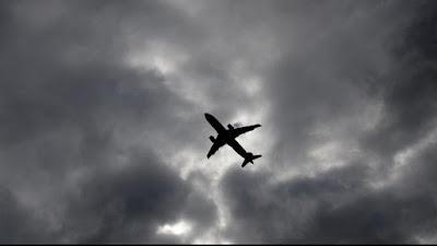 Mesin Pesawat Maskapai Iran Jatuh Saat Mengudara