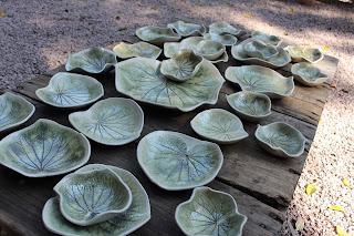 prato de ceramâmica com folha de pariparoba por Darly Pellegrini
