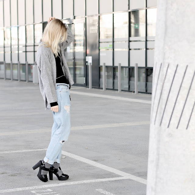 boyfriend jeans and grey wide fit blazer