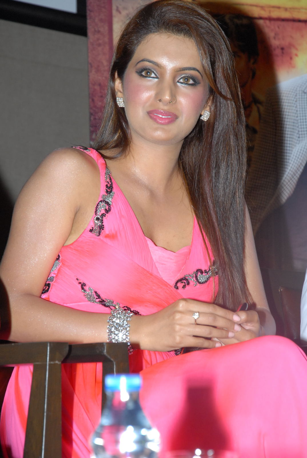 Geeta basra hot in pink