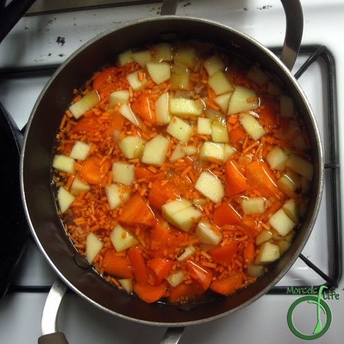 Morsels of Life - Vanilla Carrot Soup Step 4 - Add in remaining materials and heat until carrots soft.