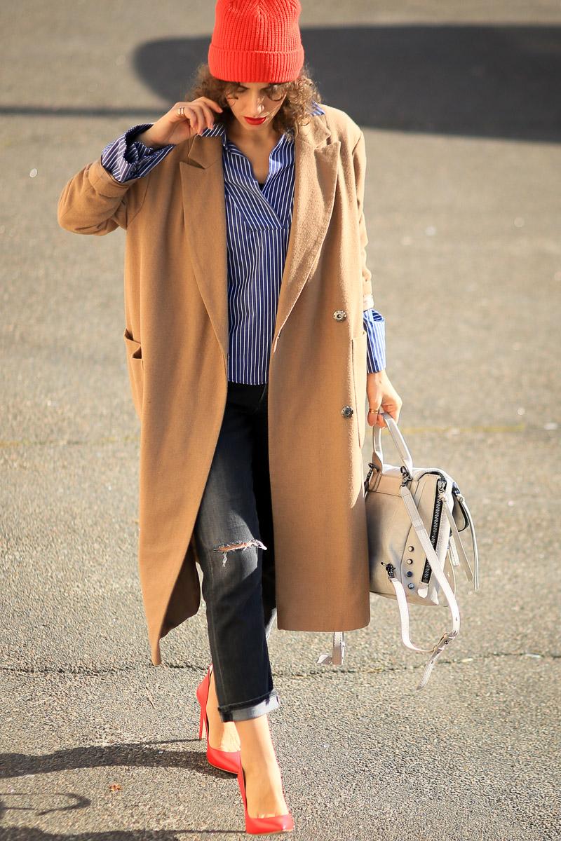как носить бежевое oversize пальто