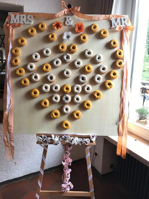 Herz Donut Wand Sandy Candy, Regenhochzeit, Apricot, Lachs, Pfirsich, heiraten in den Bergen, Hochzeitshotel Riessersee Garmisch-Partenkirchen, Bayern, Hochzeitsplanerin Uschi Glas