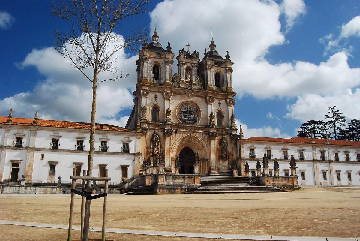 façade principale du monastère, très imposante Alcobaça