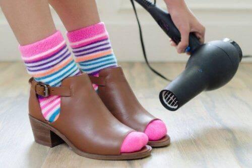Melonggarkan Sepatu Boots