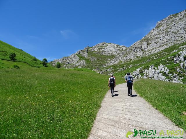 Ruta al Cueto Cerralosa y Jajao: Pista a la Braña la Mesa