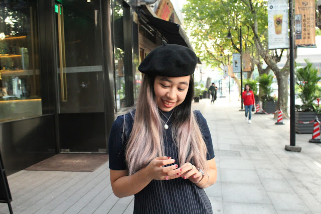 This is a photo about how to layer slip slit dress and turtleneck with chic beret by Sidney Scarlett from www.sidneyscarlett.com
