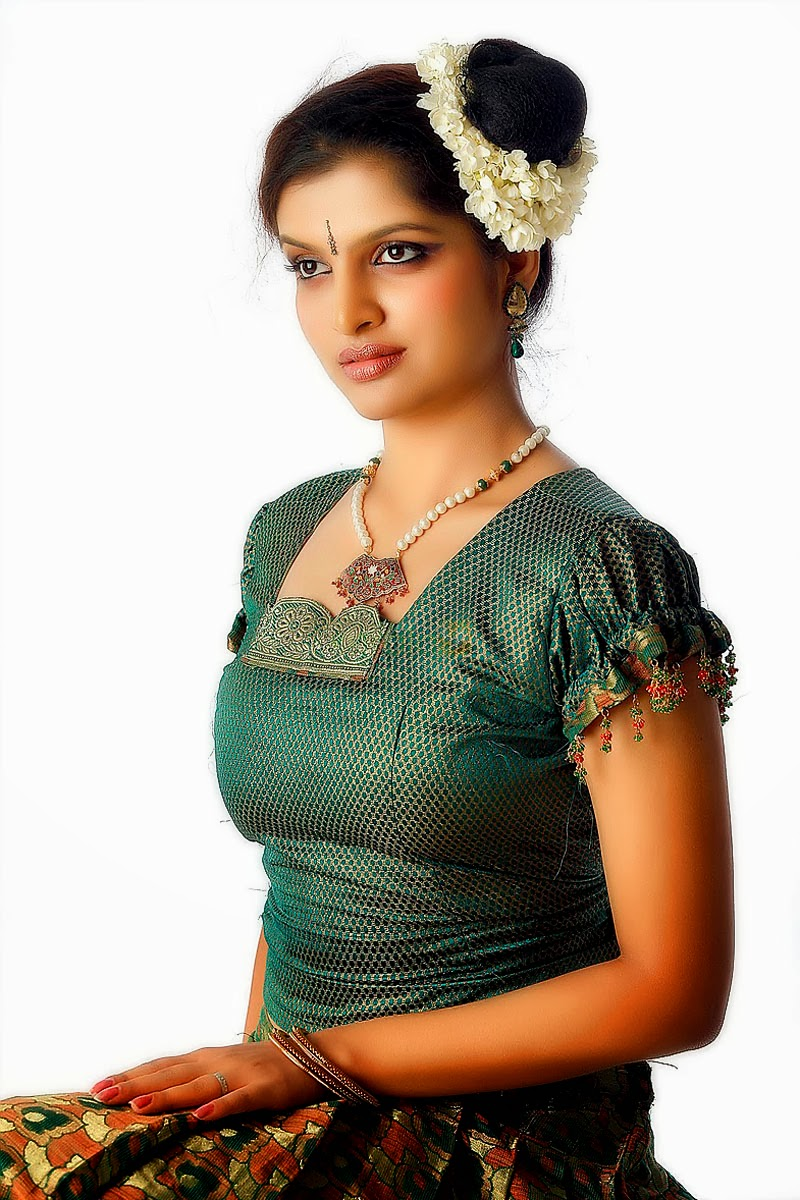 LATEST SOUTH INDIAN DESIGNER SAREE AND BLOUSE NECK DESIGNS COLLECTIONS: INDIAN ACTRESS IN KERALA ...
