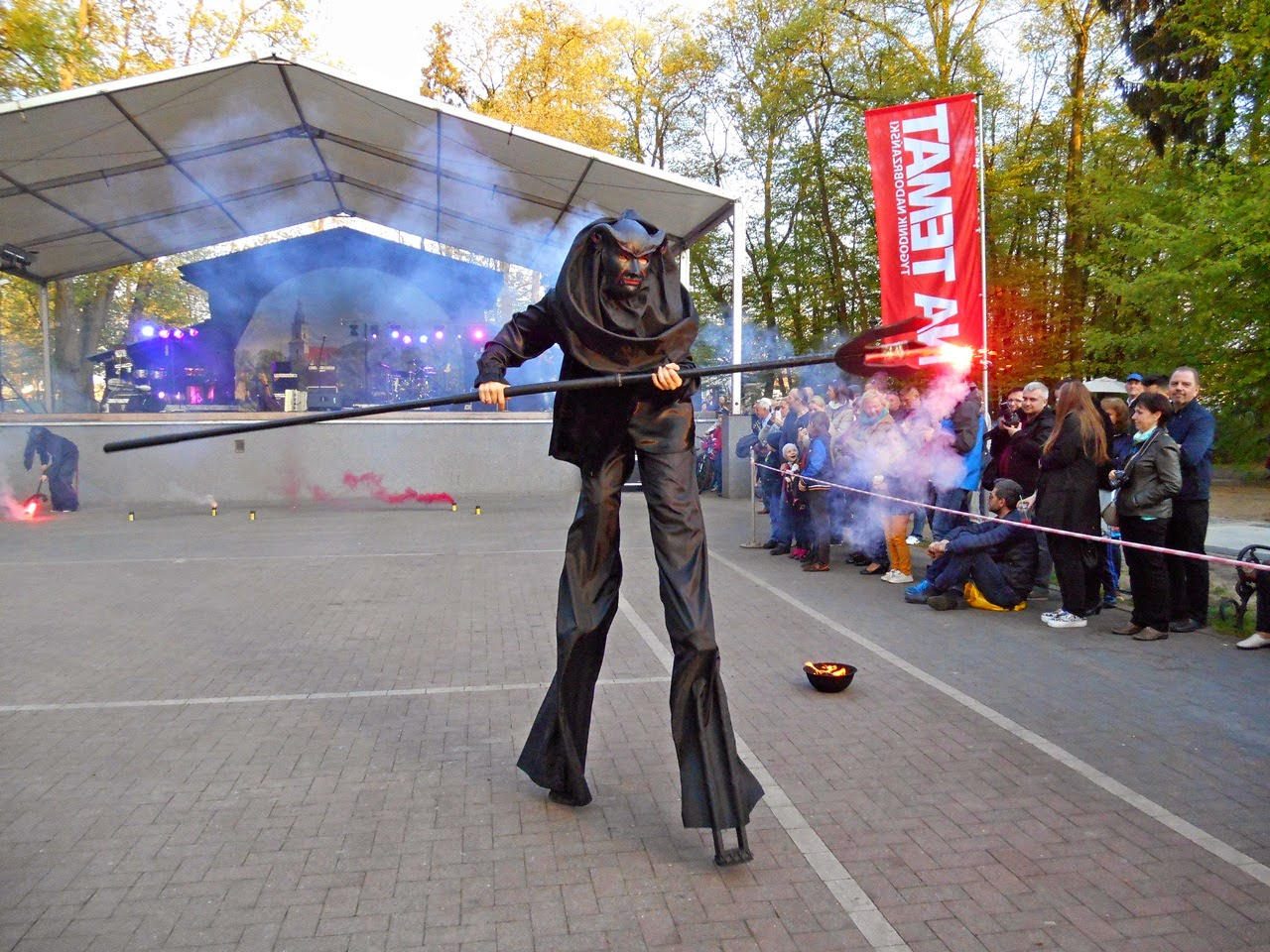 czarna postać, Wolsztyn, przegląd teatrów, imprezy w Wolsztynie