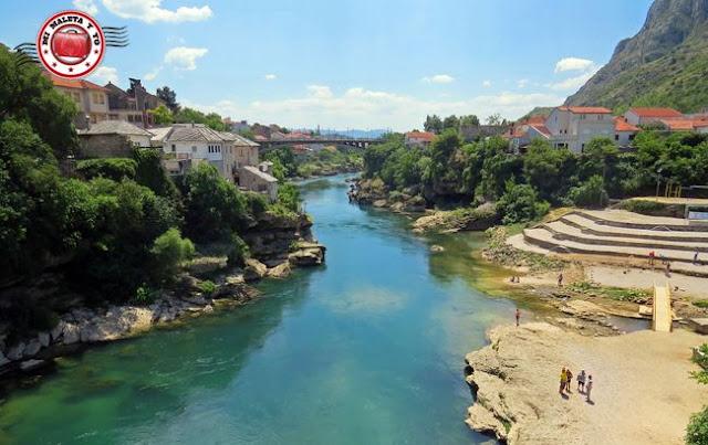 Vistas desde el Stari Most, Mostar, Bosnia y Herzegovina