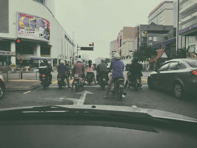 朝の通勤風景が見られるマラッカ市内