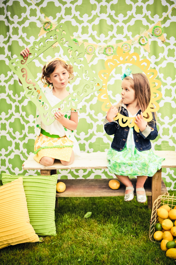 lemon+lime+green+yellow+citrus+orange+modern+ombre+birthday+party+wedding+theme+shower+baby+kids+kid+children+child+7up+seven+up+theme+photo+backdrop+lemonade+stand+retro+vintage+heather+lynn+photographie+25 - Heads up, Seven-Up!