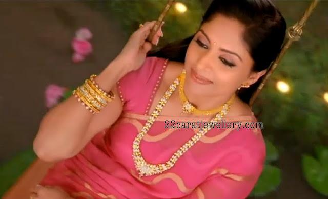 Nadhiya in Diamond Lon...