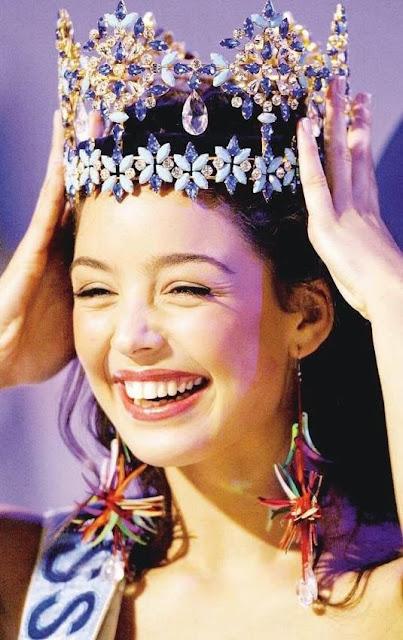 Azra Akın kraliçe seçilmişti