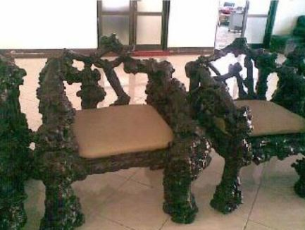 meubel kursi dan meja dari kayu kopi yang dibuat pengrajin indonesia