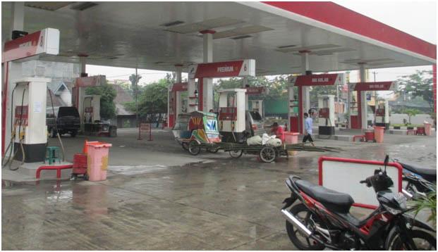 """SPBU pom bensin dalam Bahasa Medan disebut """"Galon Minyak""""."""