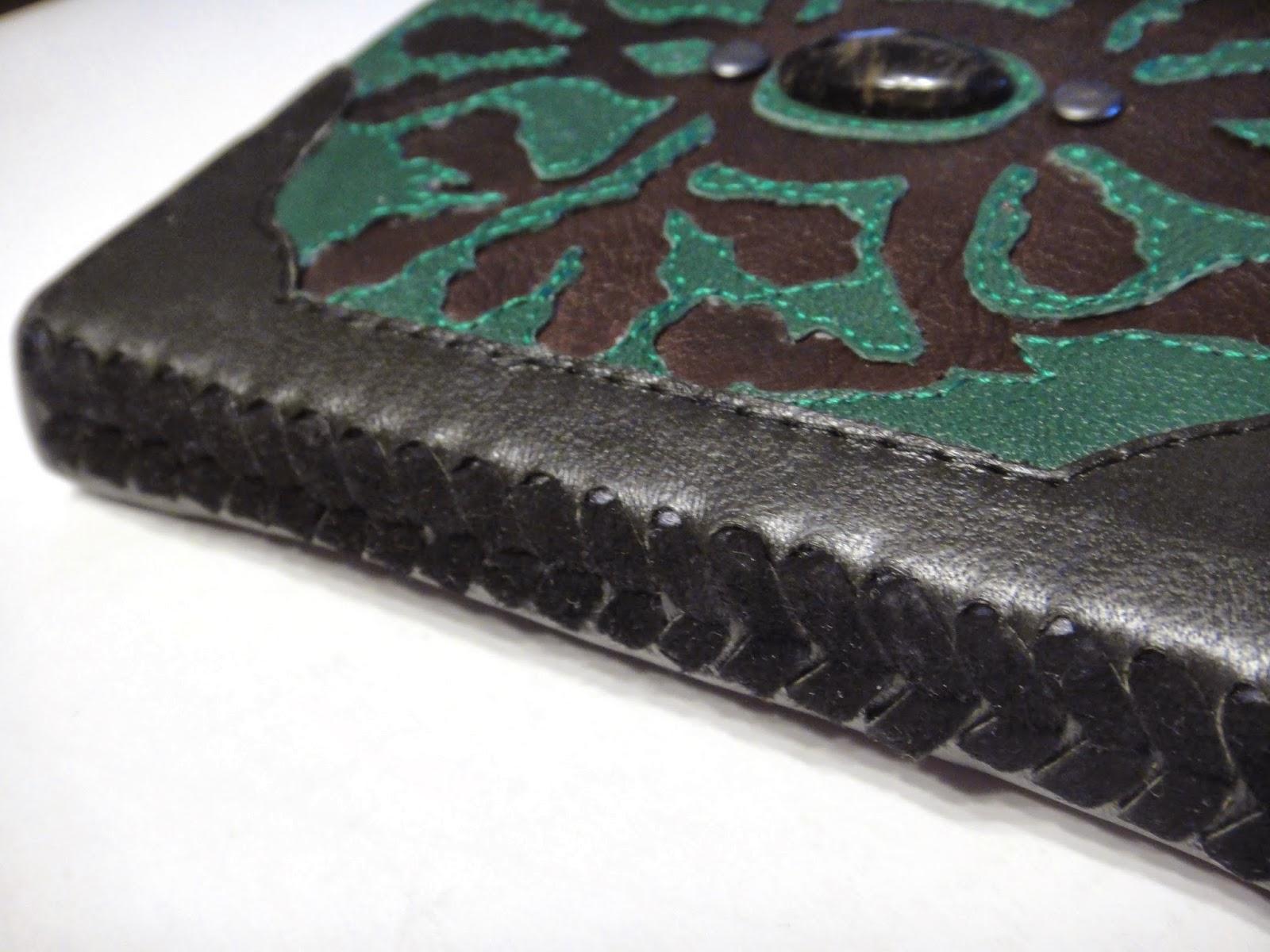 Блокнот ручной работы из кожи черной и зеленой с агатом на обложке