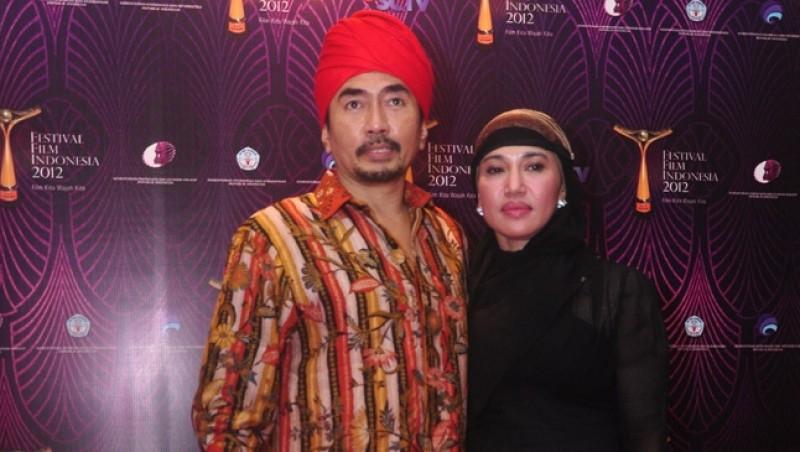 Gatot Brajamusti bersama istrinya Dewi Aminah