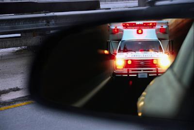 Empresa paulistana aluga ambulâncias para interessados fugirem do trânsito parado e escaparem das multas