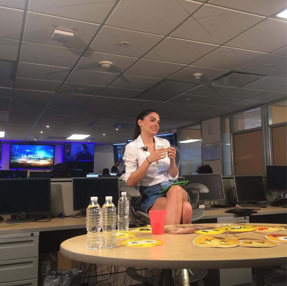 La piloto facebook live de livia brito marca r cord en plataforma las estrellas m s telenovelas - Piloto photo studio ...
