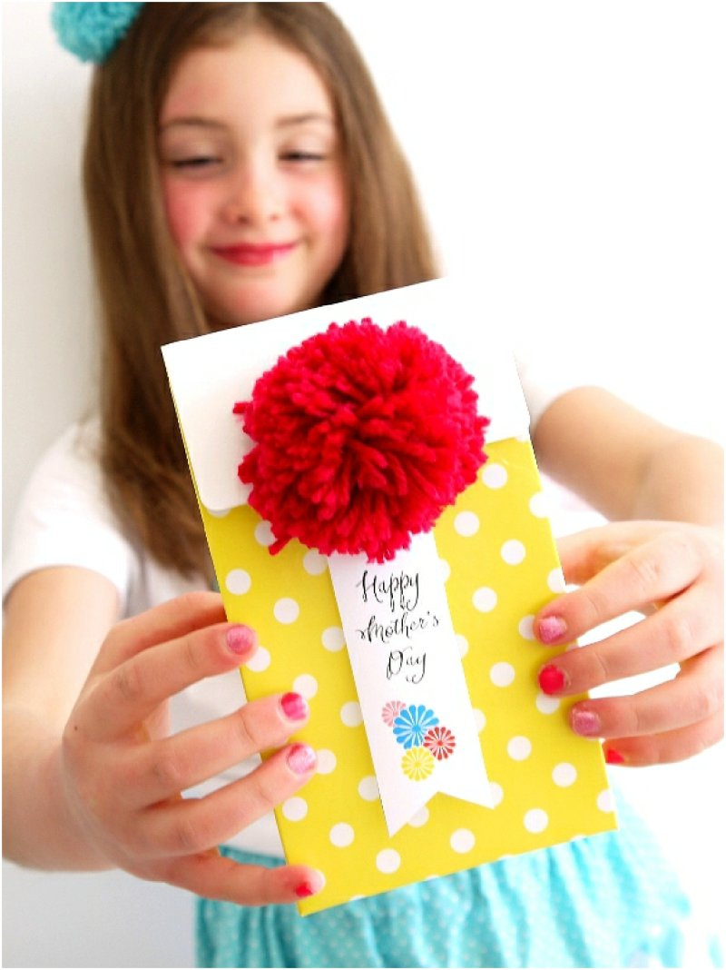 DIY Pompom Crafts for Mother's Day