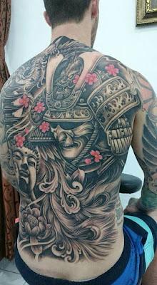 Tato Samurai di Punggung