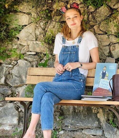 Captain Papaia e Greta is a book. Swedish activist Greta Thunberg who crossed the ocean with Pierre Casiraghi- captan papaia