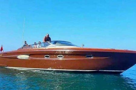 'الملك' قضى عطلته على متن يخت أمير قطر وتنقل به أمام قصر 'سلمان'