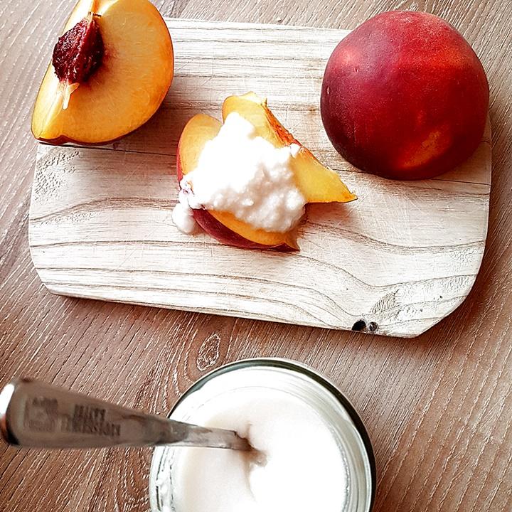 Pfirsich mit Joghurt aus Kokosmilch