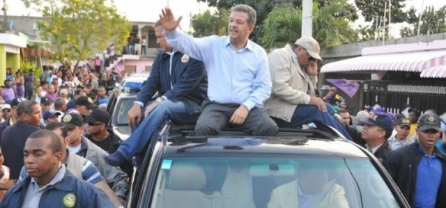 Miles de dirigentes, militantes y simpatizantes del Partido de la Liberación Dominicana (PLD) , se congregaron ayer en el polideportivo de Nagua en apoyo al presidente Danilo Medina y en Tenares, Hermanas Mirabal, en apoyo al expresidente Leonel Fernández.