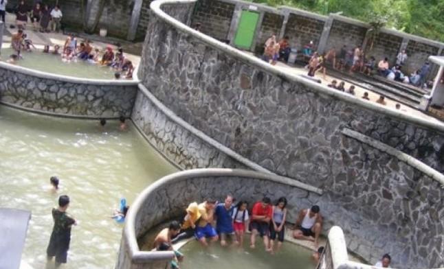 Pesona Keindahan Wisata Pemandian Air Panas Padusan Mojokerto