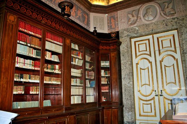 biblioteca, libri, porta