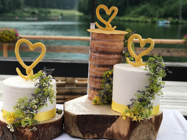 Baumkuchen Hochzeitstorte, Hochzeit in Gelb, Sommer, Sonne, Natur, Sommerhochzeit am See in den Bergen, Riessersee Hotel Garmisch-Partenkirchen, Hochzeitsplanerin Uschi Glas