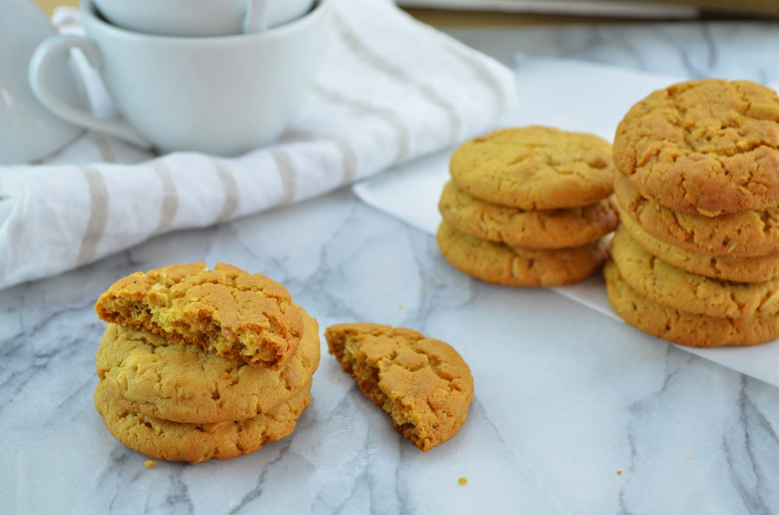 Peanut Butter and Toasted Oats Cookies - Smell of Rosemary.