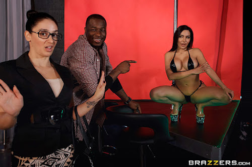(West) Brazzers Exxtra –  Lela Star Laying A Hand On Lela