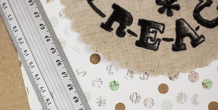 Typografie-Geschenke selber machen (DIY) – die Materialien und Hilfswerkzeuge. Foto © fieberherz.de