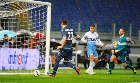 Napoli chán nản với sự tính toán thiệt hơn