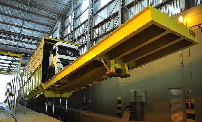 Porto de Paranaguá recebe novos tombadores para descarga de caminhões