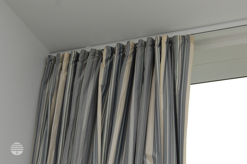 Relax-N-Rave: Window treatment: Curtains