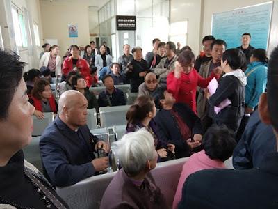 """投诉:西安""""东大温泉一号""""购房户:我们要求高新区管委会尊重房屋产权"""