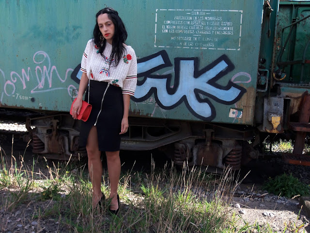 fashion, moda, outfit, look, blog, blogger, walking, penny, lane, style, estilo, streetstyle, chic, cool, rock, elegant, casual, trendy, blanco, negro, mango, sfera, marypaz, fashionblogger, fashionstyle, photo, mural, painting, graffiti