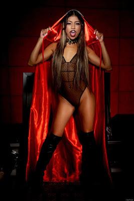 http://www.vampirebeauties.com/2018/08/vampiress-model-veronica-rodriguez.html