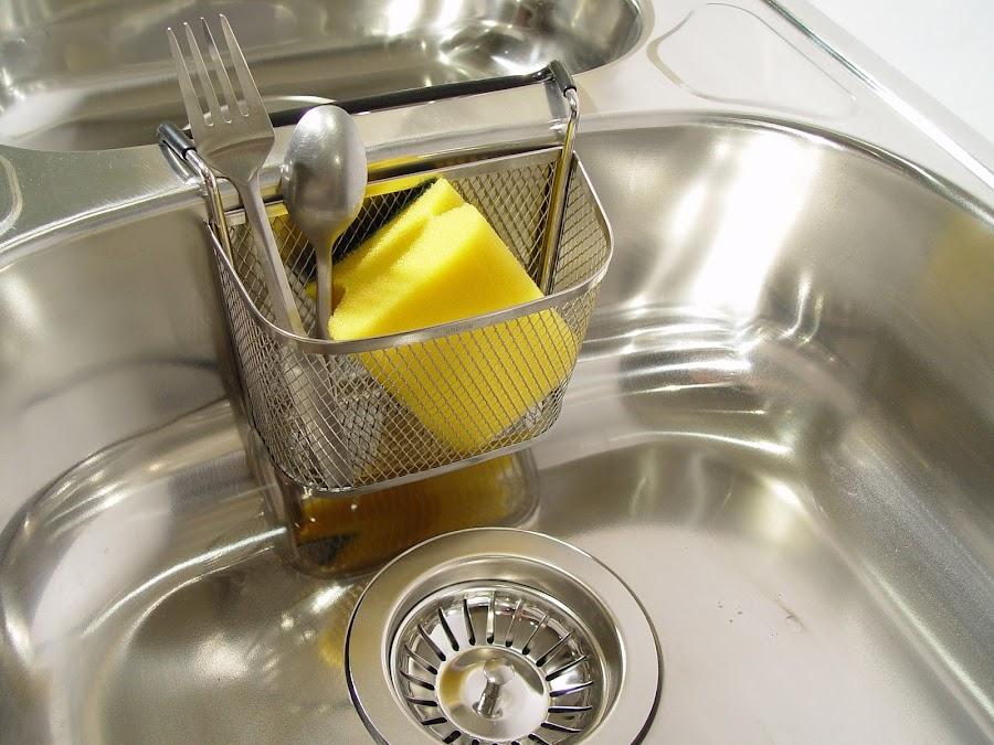 Cómo desinfectar tus estropajos y esponjas