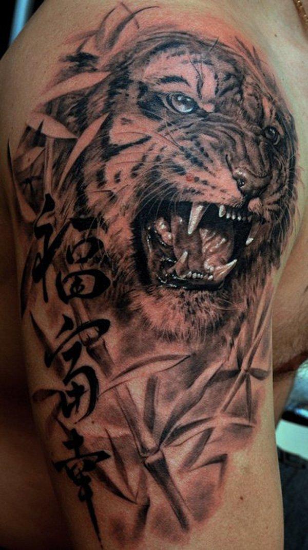 tatuaje de tigre en el hombro de un chico
